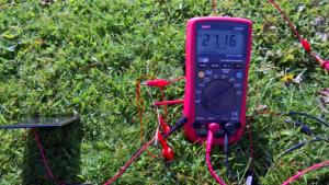 Laddning av batteriet med tre dioder i serie gav 27mA till batteriet.