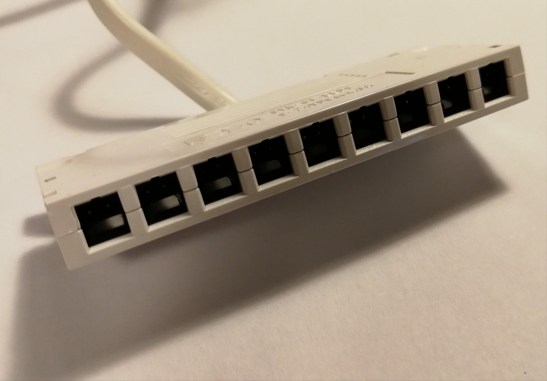 Belysningen kopplas till IKEAS led driver via denna kontakt